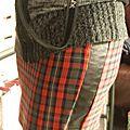 Avec des chutes de simili cuir ........... une nouvelle jupe !
