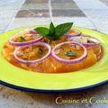 Salade d'oranges au miel d'oranger et à l'oignon rouge