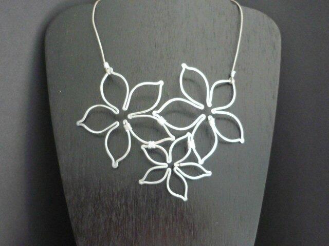 Collier multi fleurs 012