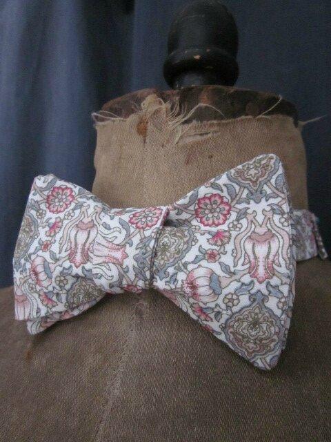 Véritable NOEUD PAPILLON en coton gris-beige-rose sur fond écru (1)