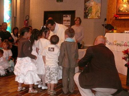 enfants_autour_des_fonds_baptismaux__6_