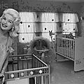 jayne_pink_palace-inside-childroom-1958-12-07-home-1