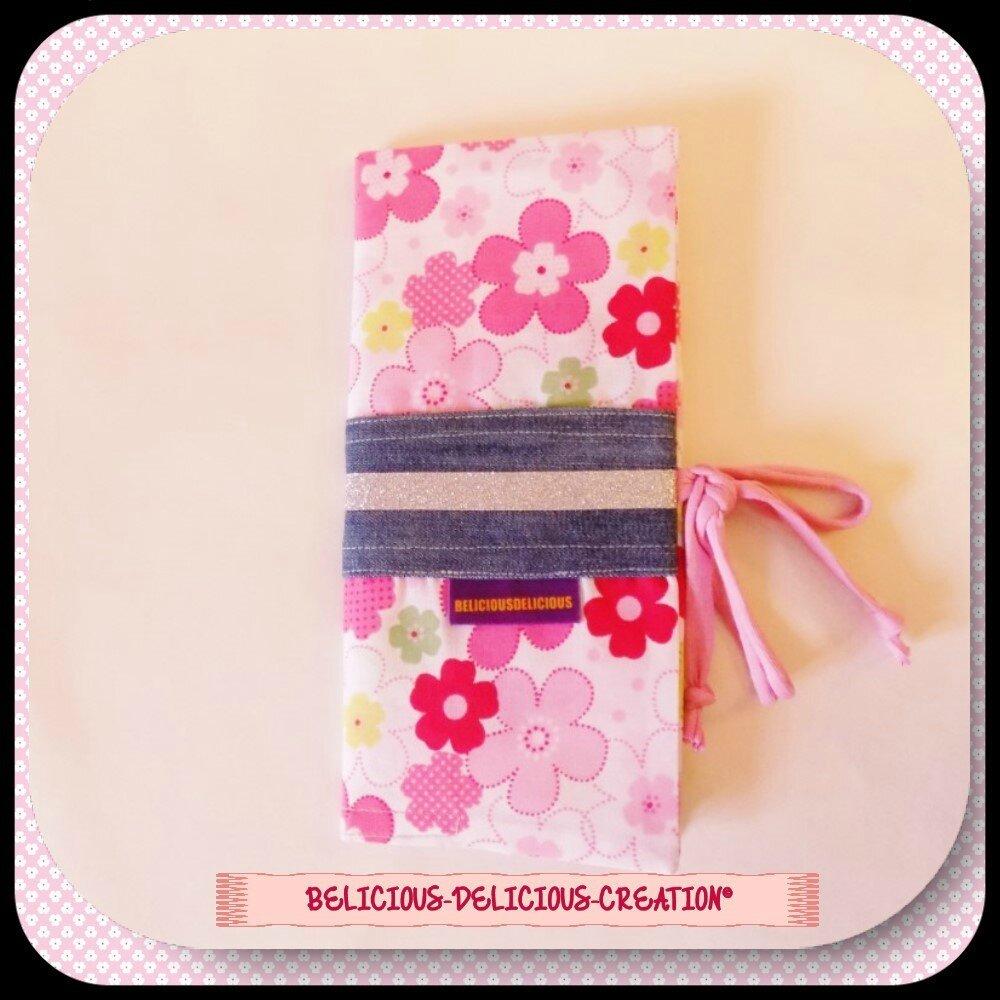 original prot ge livret de famille flower power en coton rose taille 23cm x 10 cm. Black Bedroom Furniture Sets. Home Design Ideas