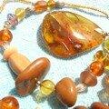 collier d'ambre et rocaille (autre vue)