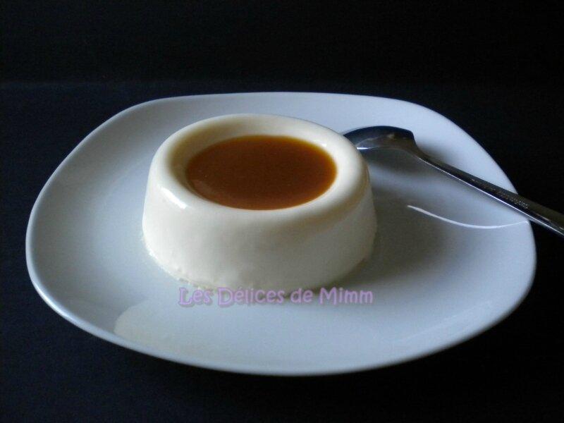 Panna cotta vanillée et sa sauce au caramel au beurre salé 3