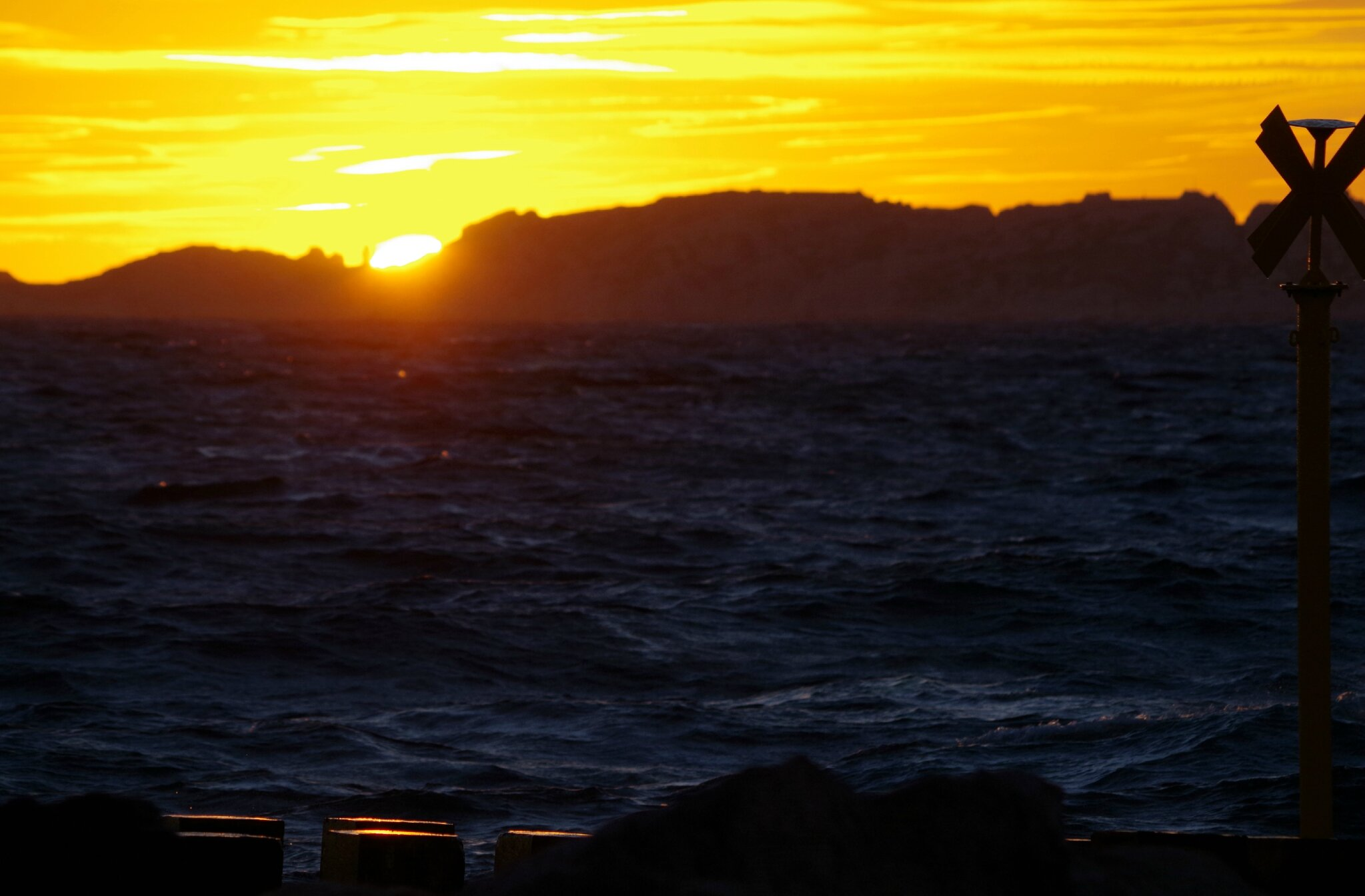 Coucher de soleil un soir de mistral marseille les merveillements d 39 un minot au fil des - Palpitations le soir au coucher ...