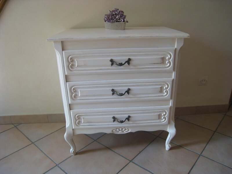 commode blanche a vendre table de lit a roulettes. Black Bedroom Furniture Sets. Home Design Ideas