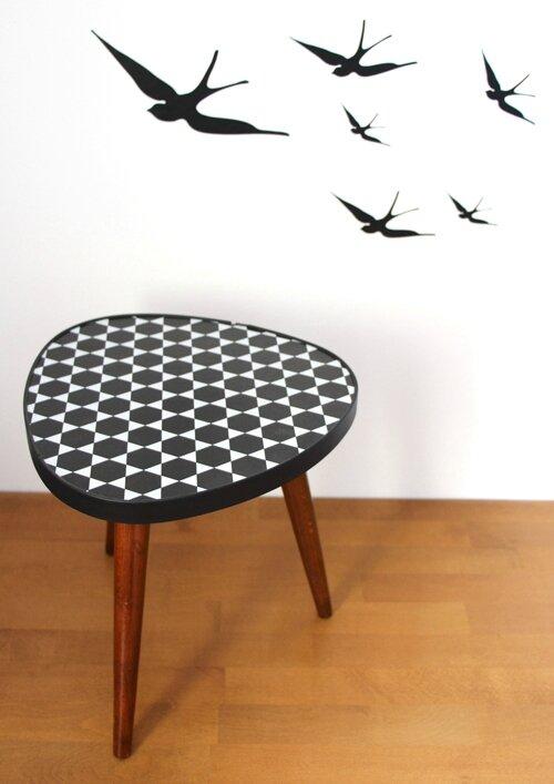 table-tripode-noir-et-blanc-dessus