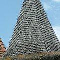 053 Magnifique toit de tuiles en bois