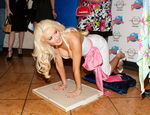 mmlook_holly_madison_20fevrier2011_planethollywood_lasvegas_3