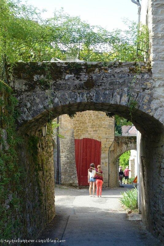 J2 Baume village arche