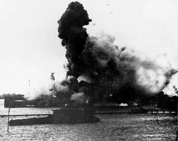 Arizona's_magazine_explosion-Pearl_Harbor
