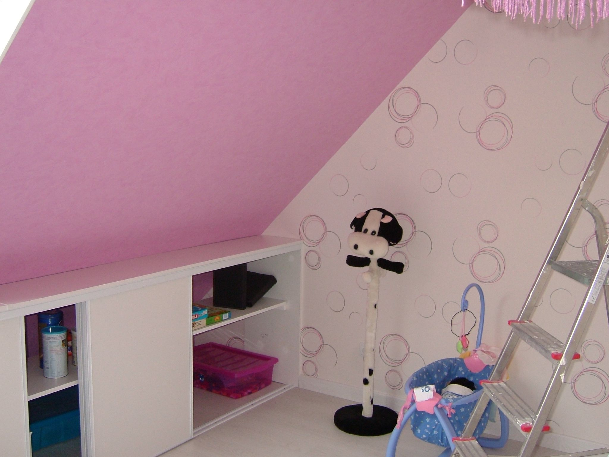 amenagement petite chambre enfant maison design. Black Bedroom Furniture Sets. Home Design Ideas
