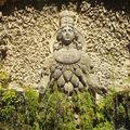 La statue au milles seins