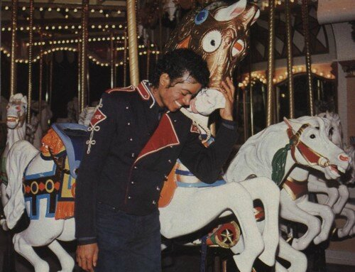 Michael-by-the-carousel-michael-jackson-23665441-500-383