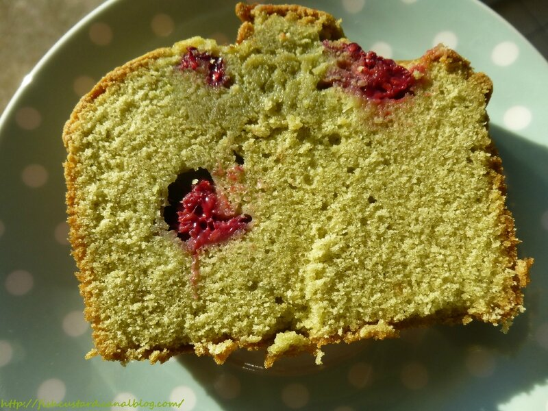 Cake au matcha et aux framboises (30)