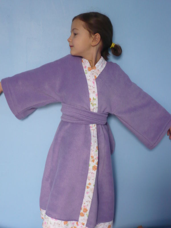 robe de chambre kimono en polaire taille 7 ans photo de couture pour enfants la danseuse. Black Bedroom Furniture Sets. Home Design Ideas
