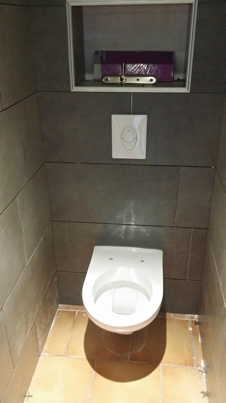 Installation toilette suspendu id es de for Wc suspendu decoration