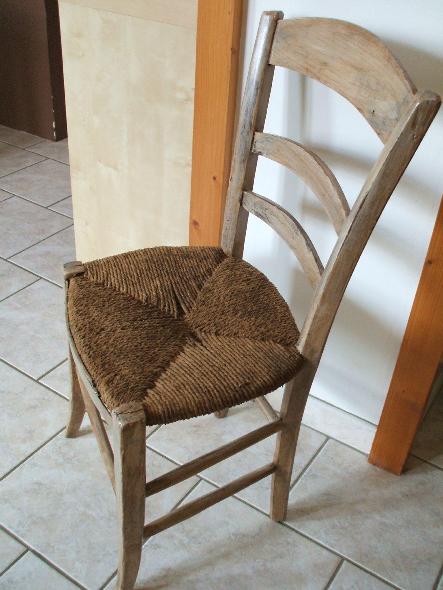 Vieille Chaise Oubli E Dans Un Grenier Patine Marron Et