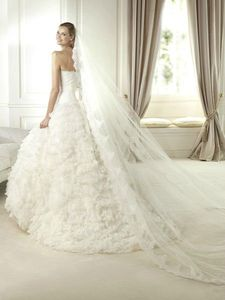 Organza and Lace Strapless Neckline A-Line Style with Ruffles and Layers Skirt 2013 Wedding Dresses.
