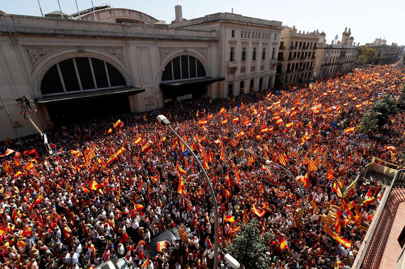 a-pro-union-demonstration-organised-by-the-catalan-civil-society-organisation-makes-its-way-through-the-streets-of-barcelona_5957712