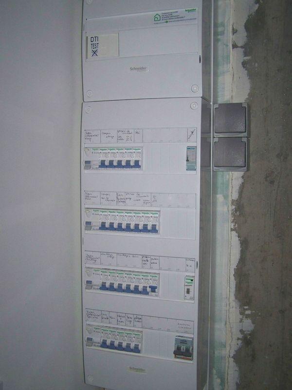 Tableau electrique maison 1 blog de julien et bea construction de deux ma - Controle electrique maison ...