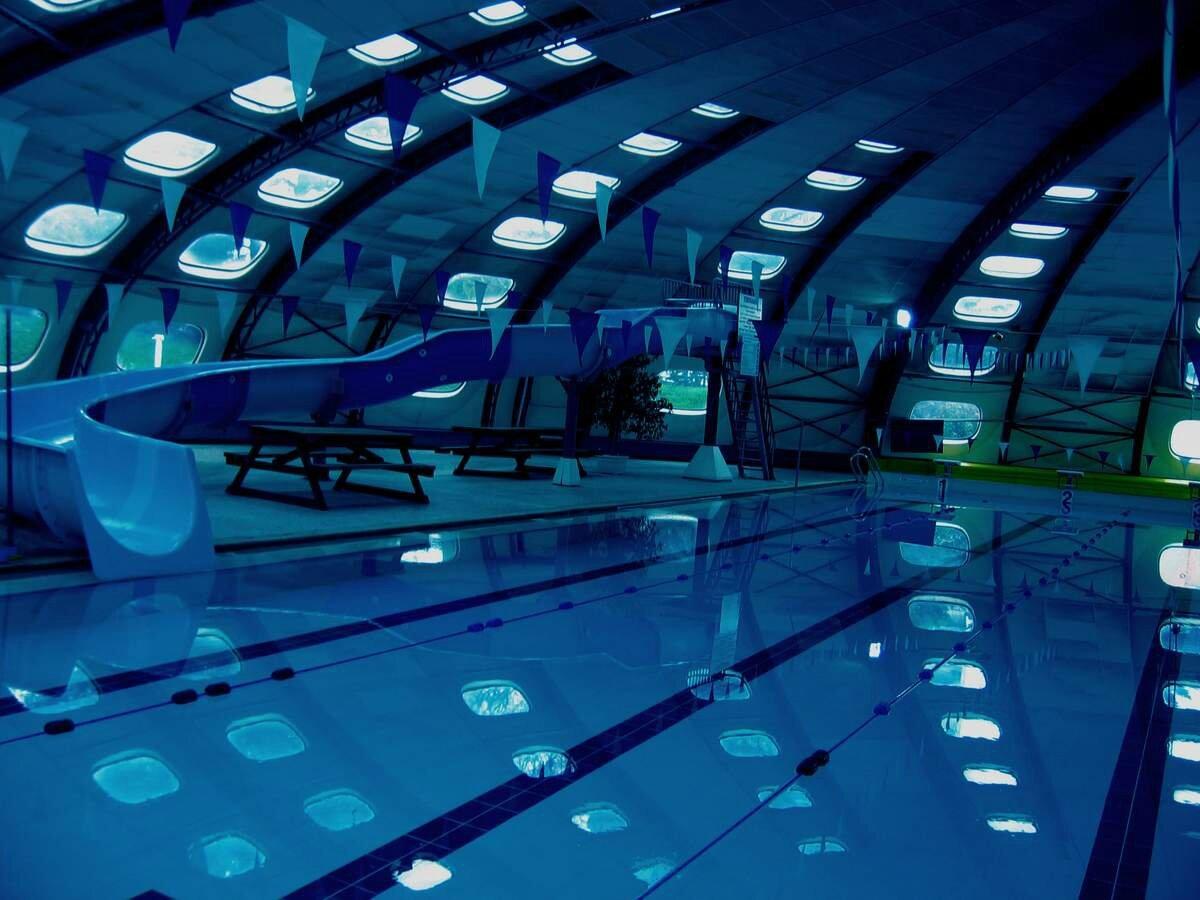 Une nuit terriblement off arty au fond de la piscine for Au fond de la piscine chanson