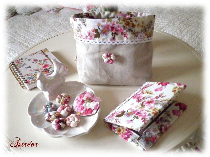 Pochette en lin- Protege carnet et fleurs