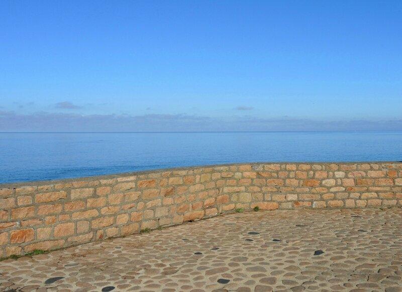 Île de Bréhat, phare du Paon, mur (22)