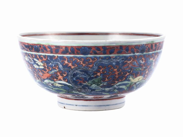 A wucai 'dragon' bowl, Mark and period of Wanli