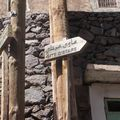 Panneaux dans le village : gite d'étape