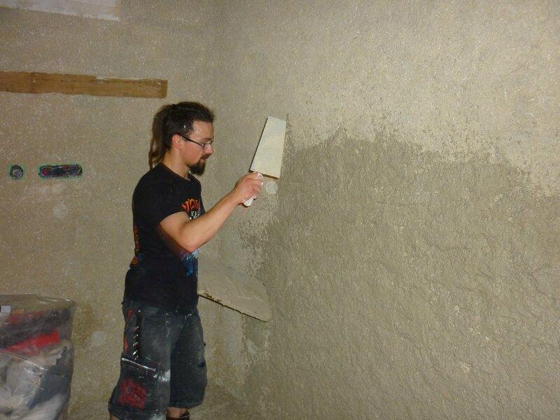 Renover une maison - longère - enduits chaux chanvre - mur en pierre - gobetis - enduit de corps - enduits de finition2
