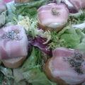 Salade de chèvre chaud aux herbes de provence et à la poitrine fumée