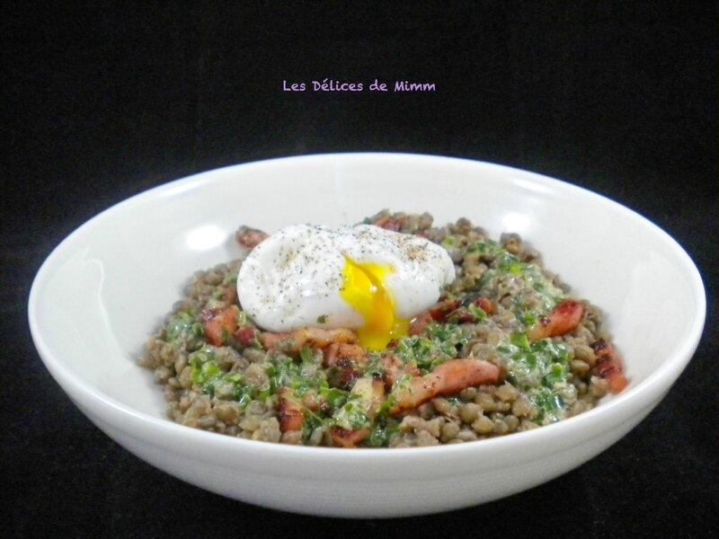 Salade tiède de lentilles, œuf poché et lardons fumés 2