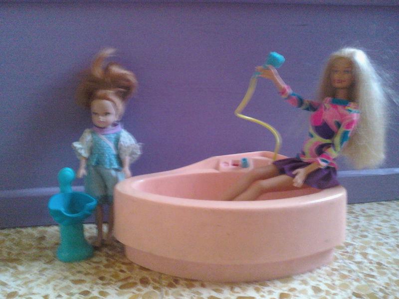 barbie à la salle de bain - vidons les placards