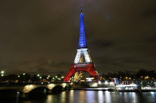 4812909_6_1f14_la-tour-eiffel-aux-couleurs-du-drapeau_e9d6fac044acfae03decaa10ef24f505