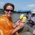 Degustation d'ananas sur le toit du bateau !!