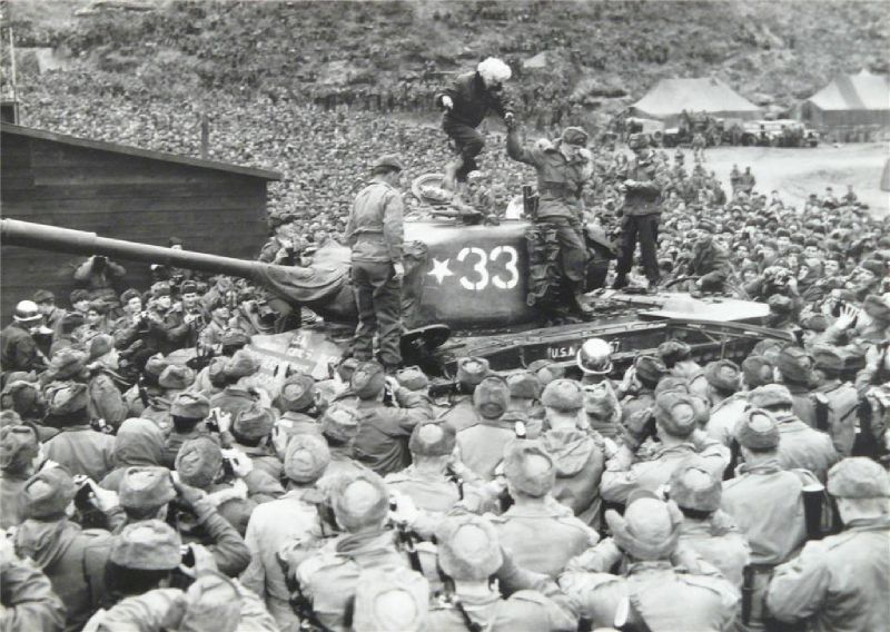 1954-02-17-korea-grenadier_palace-tank-050-1