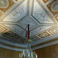 Lustre et plafond décoré