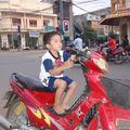 Elle est belle la moto de papa!