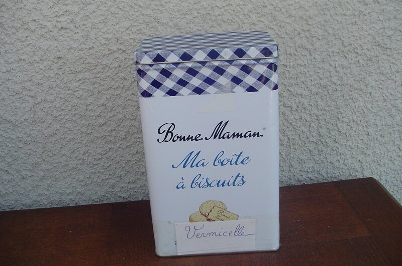 boite biscuit avant