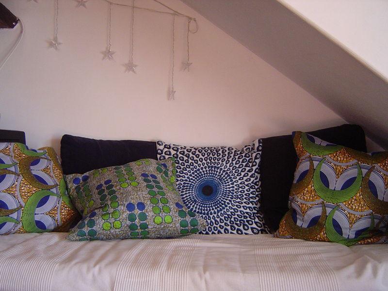 relooking de coussins rapide et pas cher le poisson d 39 argile le blog de cebeka. Black Bedroom Furniture Sets. Home Design Ideas