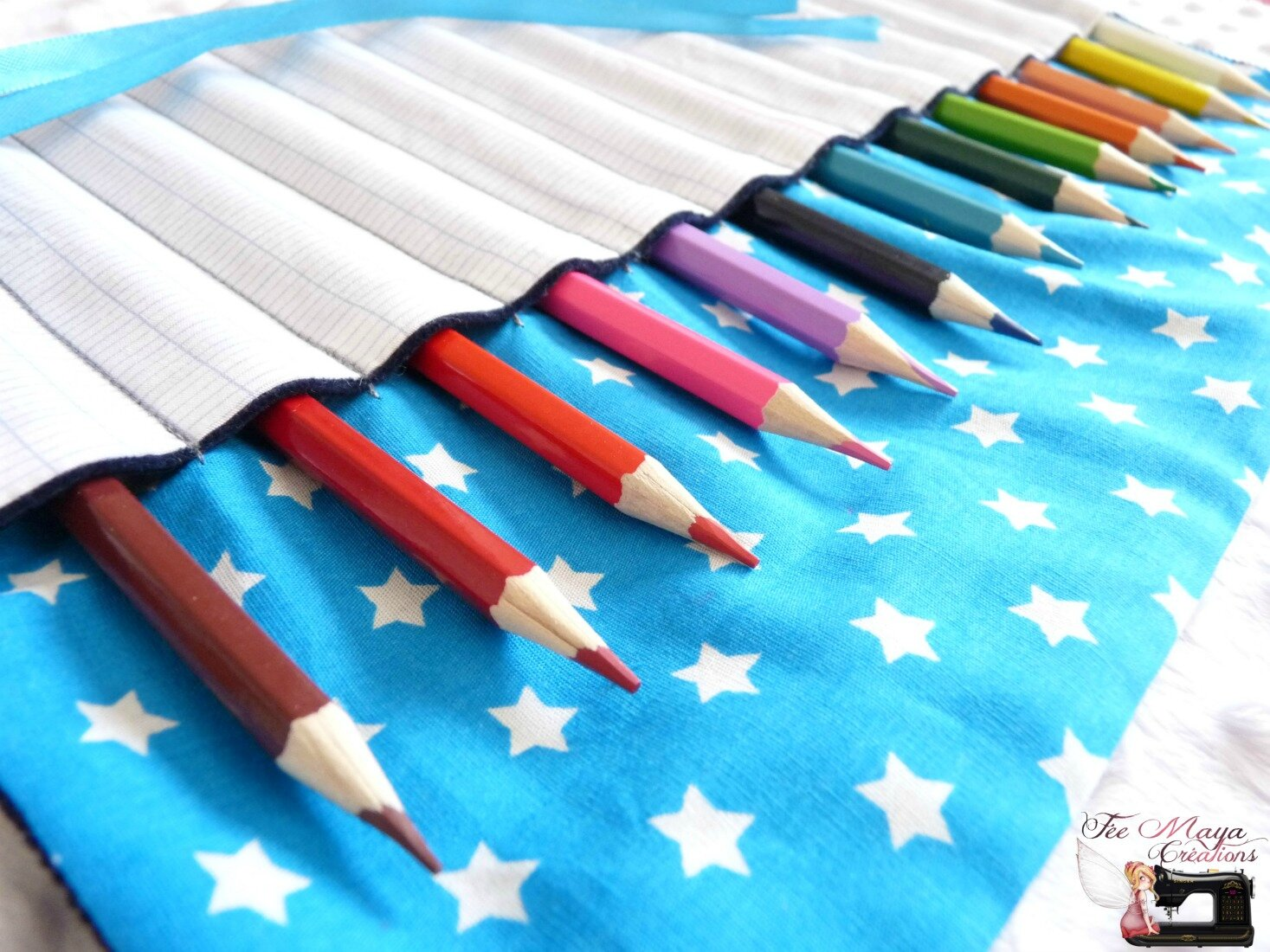 Trousses à crayons colorées