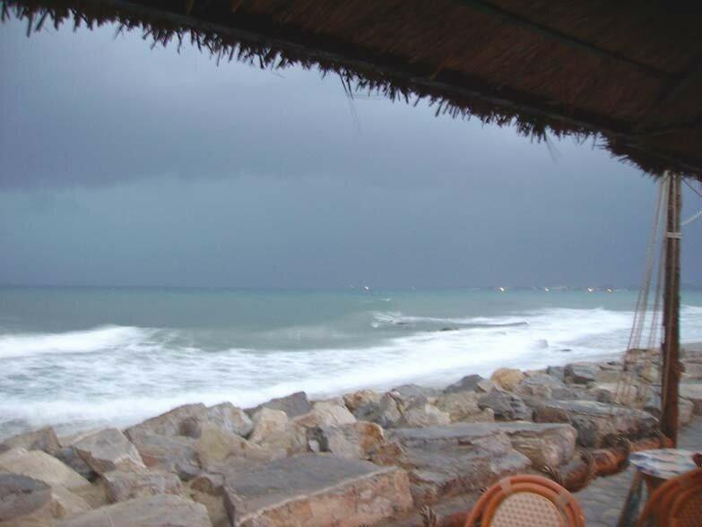 24 septembre, 18h37. Pas de coucher de soleil. Gros orage sur Ha