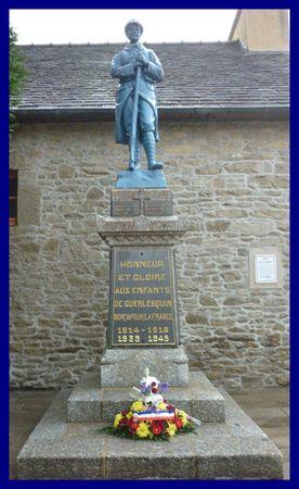 Guerlesquin Monument aux morts