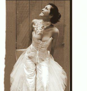 id e tenue mariage robe pantalon de mari e bijoux volutes mariage. Black Bedroom Furniture Sets. Home Design Ideas