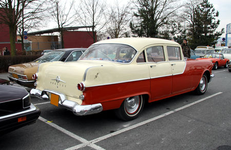 Pontiac_chieftain_4door_sedan_de_1955__23_me_Salon_Champenois_du_v_hicule_de_collection__02