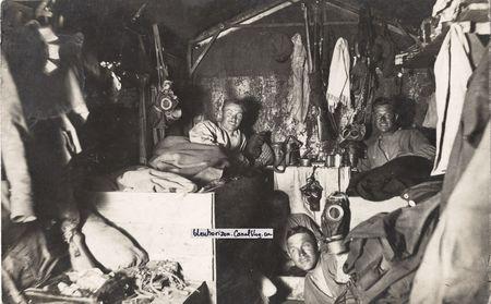 16_juin_1918_front_des_Balkans_Pionniers_ou_Artilleurs___masques_M