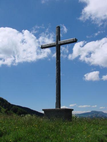 2008 06 26 Une croix et le Mézenc visible a droite de la photo au loin
