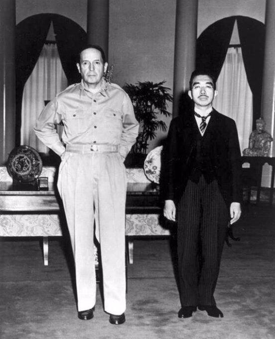MacArthur et Hirohito